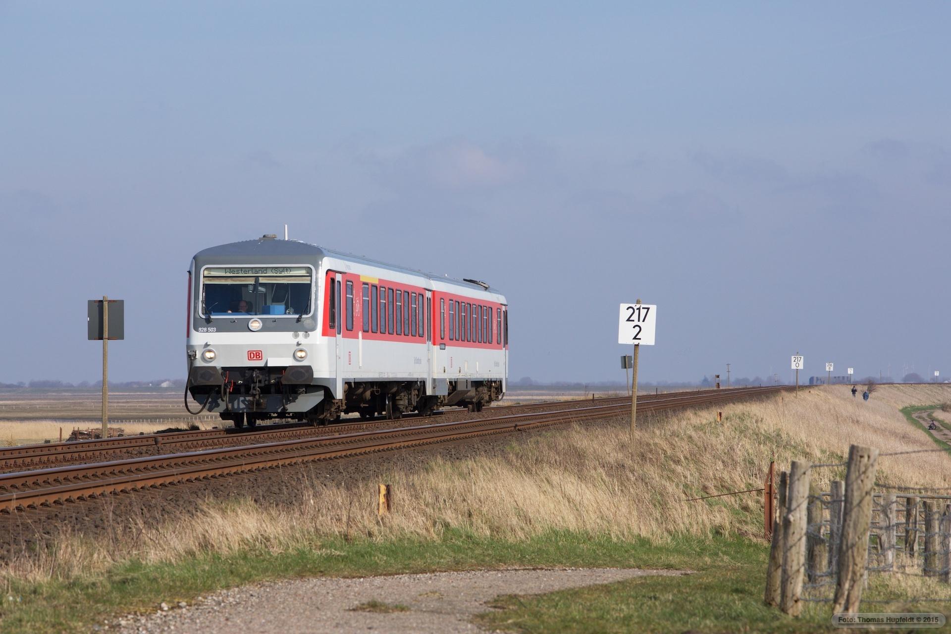 DB 928 503-628 503 som D 1436 (Bredstedt-Westerland) mellem Klanxbüll og Morsum - 26.03.2016