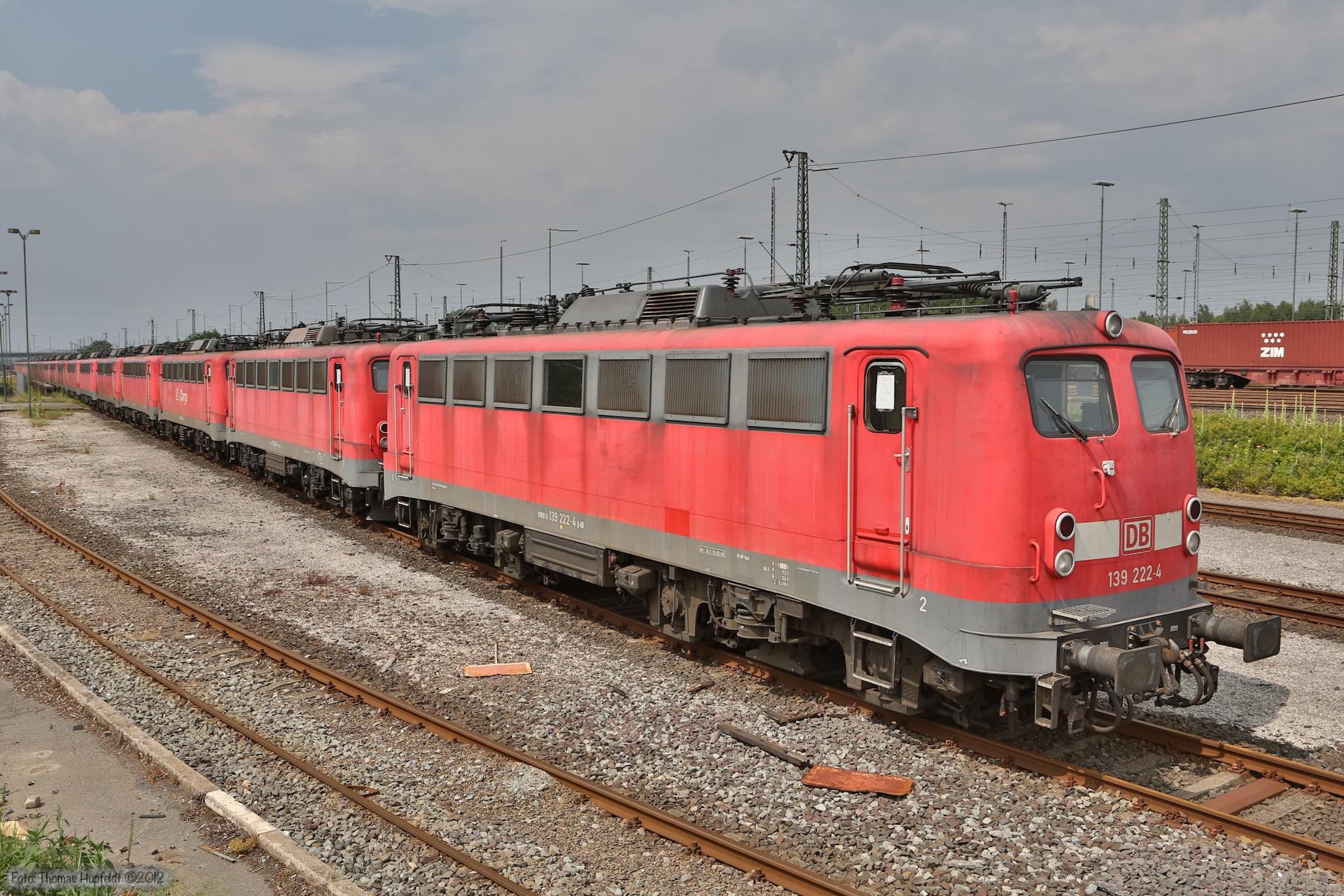 DB Schenker 139 222-4 + andre hensatte maskiner ved Maschen - 07.07.2012