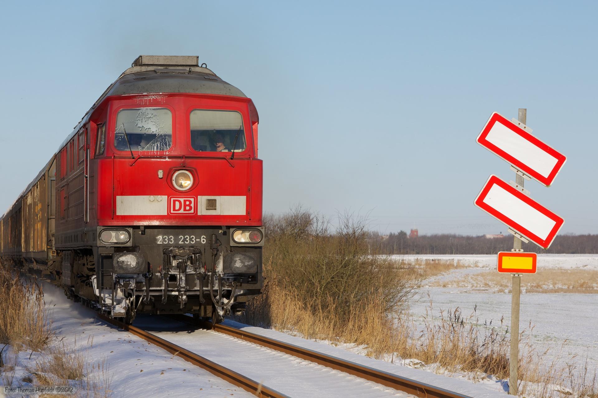 DB 233 233-6 med 48789 (Tdr-Machen Rbf) ved Tønder - 06.12.2012