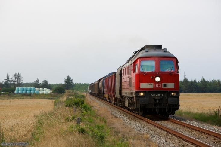 DB 233 285-6 med GD 138723 (Es-Tdr) mellem Ribe og Hviding - 02.08.2014