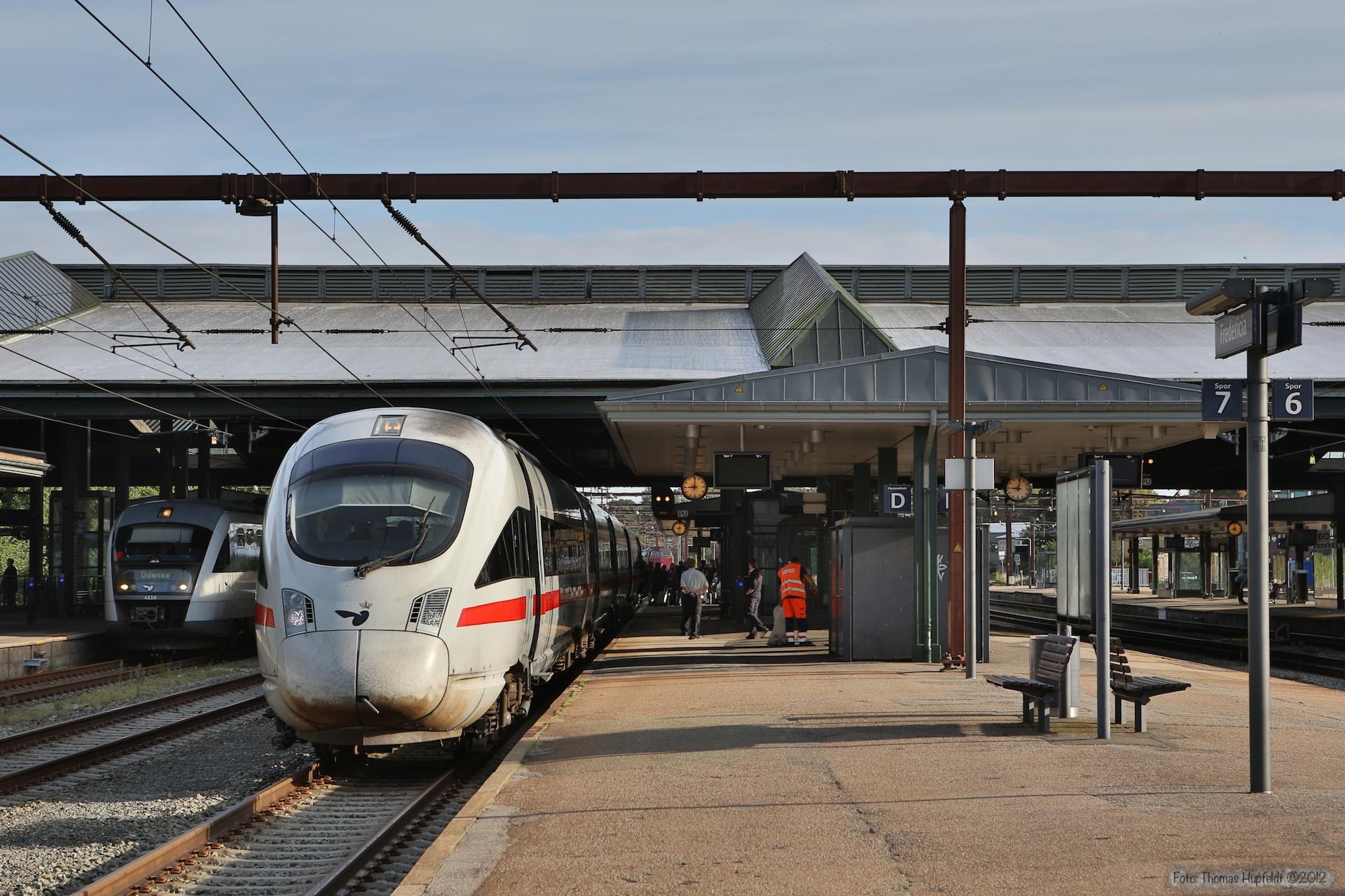 DSB/DB BR605 sæt 20 som IE381 (Århus - Berlin) ved Fredericia - 08.09.2012