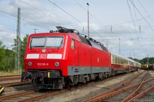 DB 120 126-8 med IC2417 (Flensburg - Köln) ved Flensburg - 28.07.2012