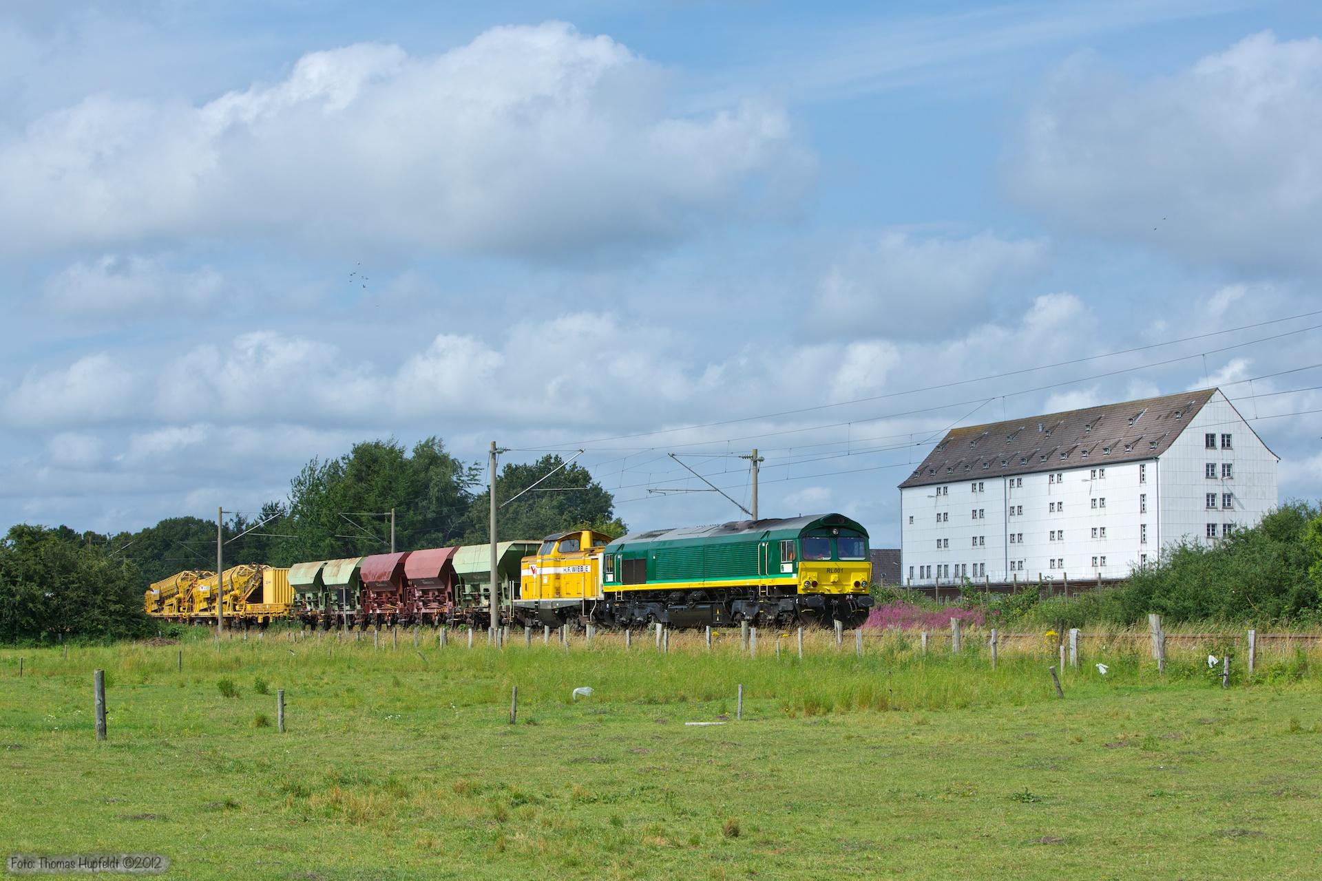 Ascendos RL001 + H.F. Wiebe Lok 4 (ex. DB 212 107-7) som DGS 95719 (Padborg - Flensburg) ved Harrislee - 28.07.2012