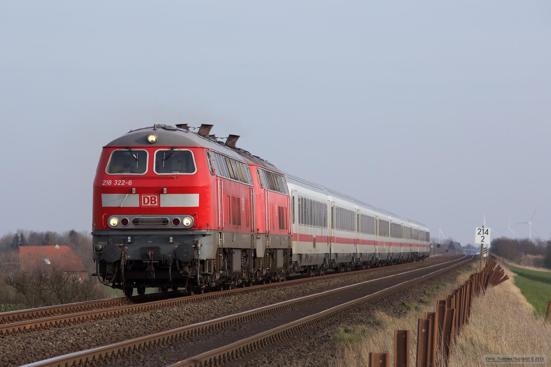 DB 218 322-6 og 218 379-6 m. 9 vogne som IC 2310 (Frankfurt am Main Hbf-Westerland) mellem Klanxbüll Morsum – 26.03.2016
