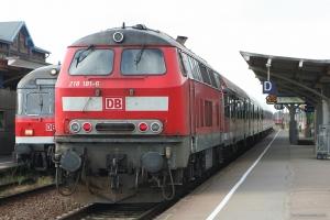 DB 218 181-6 som RB 11172 (Niebüll Westerland) i Niebüll - 28.06.2005
