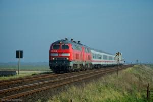 DB BR 218 322-6 + DB BR 218 366-3 ved KM 217 (Klanxbull-keitum) som IC2074 - d. 22.10.2011