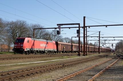 DB BR 185 239-1 med 40 ealos-x ankommer til Pa - 10.04.2010