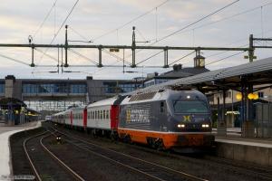 Hector Rail 141 001-6 med RST 7143 (Stockholm C - Svågertorp) ved Nässjö C - 12.09.2010