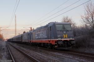 Hector Rail 241.011 og 241.012 med HG 45685 (Mgb-Pa) ved Sommersted. Forreste del af stamme som afsporede d. 29.11.2012 mellem Farris og Sommersted og pløjede 7 Km spor op. Billede taget 01.12.2012