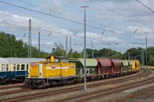HF Wiebe Lok 4 (ex. DB 212 107-7) med sporombygningstog fra Danmark ved Flensburg Weiche - 28.07.2012