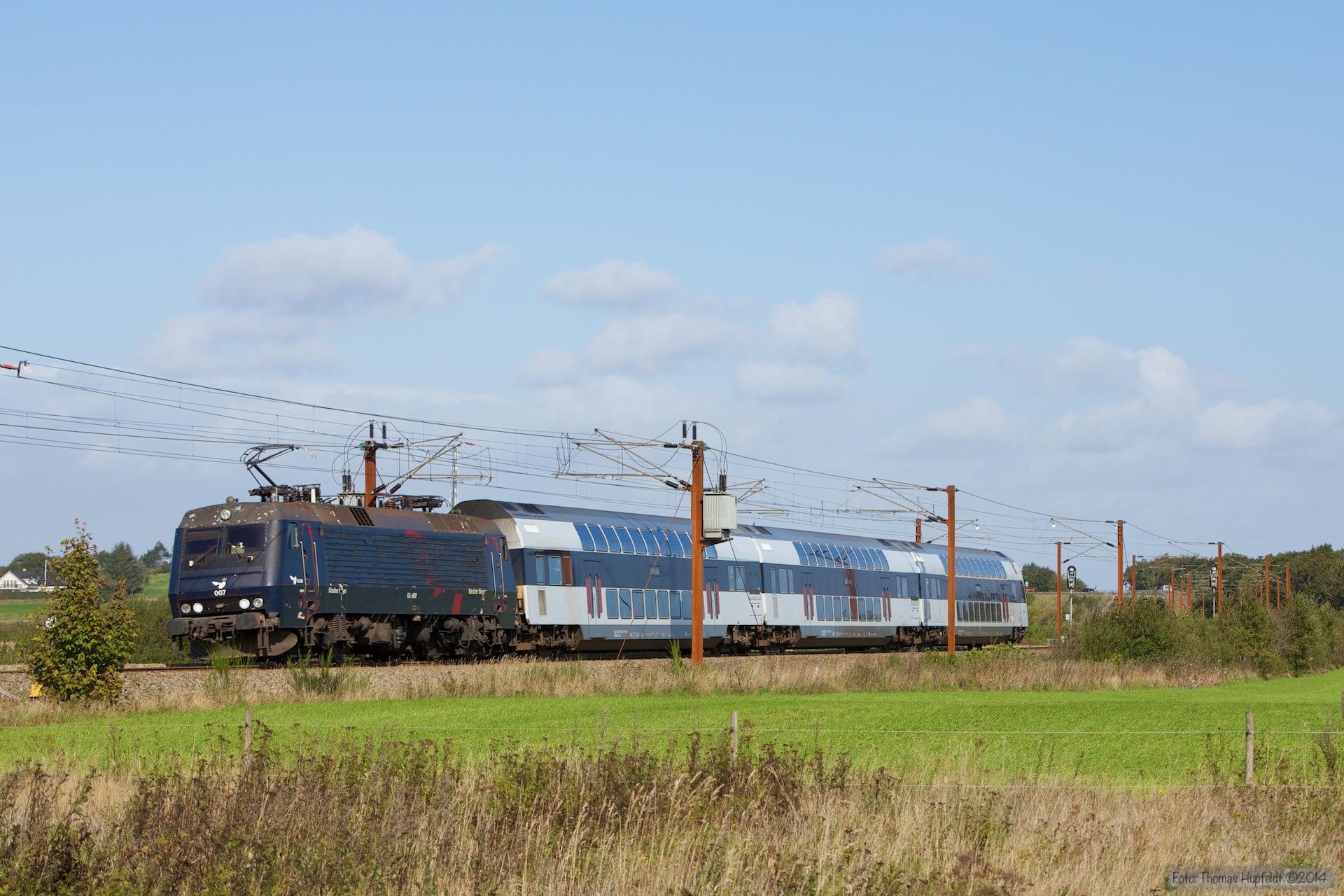 DSB EA 3007 med B 7745, B7754 og ABs 7922 som M 306928 (Rq-Oj) mellem Vojens og Rødekro - 27.09.2014