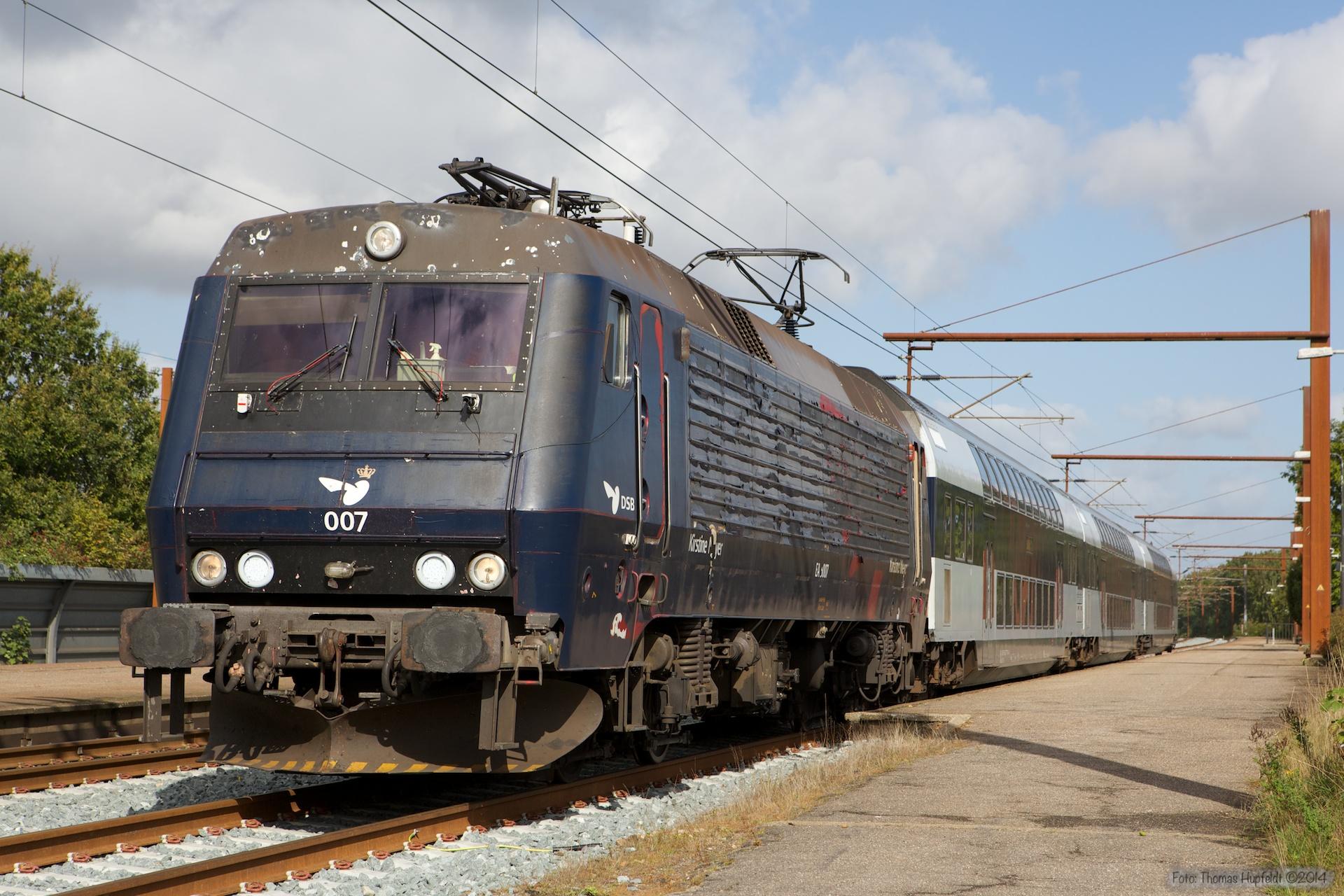DSB EA 3007 med B 7745, B7754 og ABs 7922 som M 306929 (Oj-Te) i Rødekro - 27.09.2014