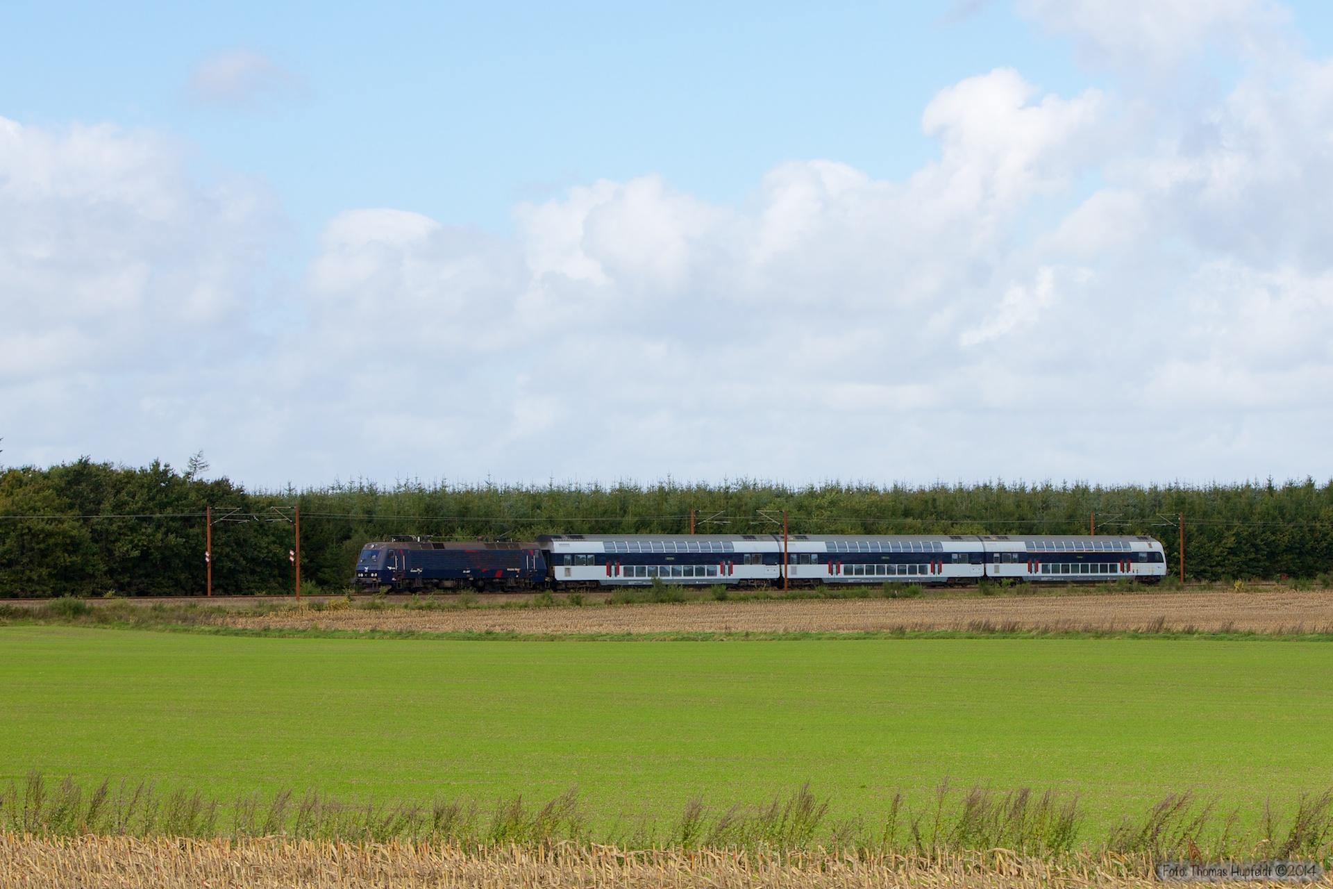DSB EA 3007 med B 7745, B7754 og ABs 7922 som M 306929 (Oj-Te) mellem Vojens og Rødekro - 27.09.2014
