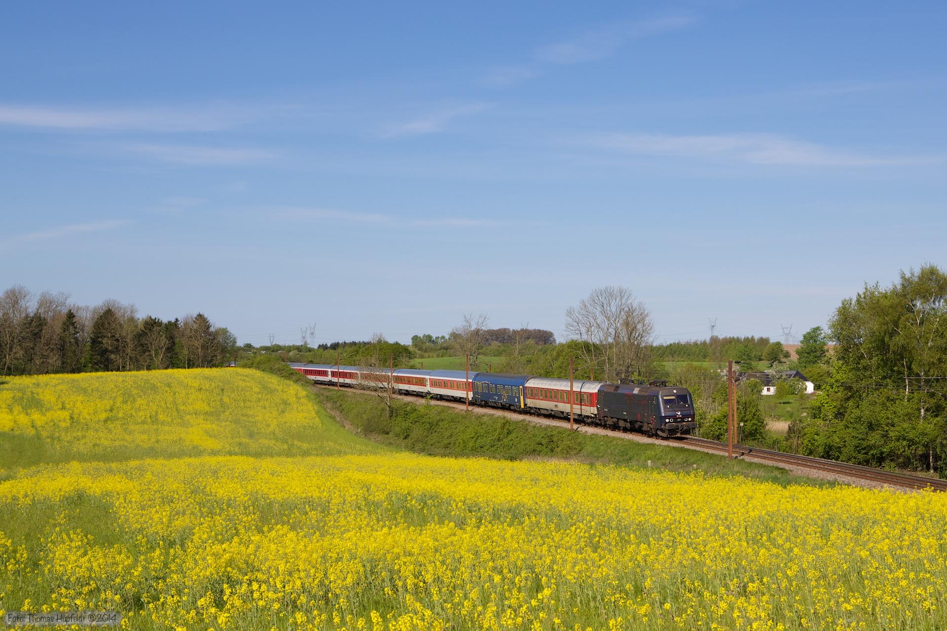 DSB EA 3022 med CN 80472 (Pa-Kh) mellem Holmstrup og Odense - 03.05.2014