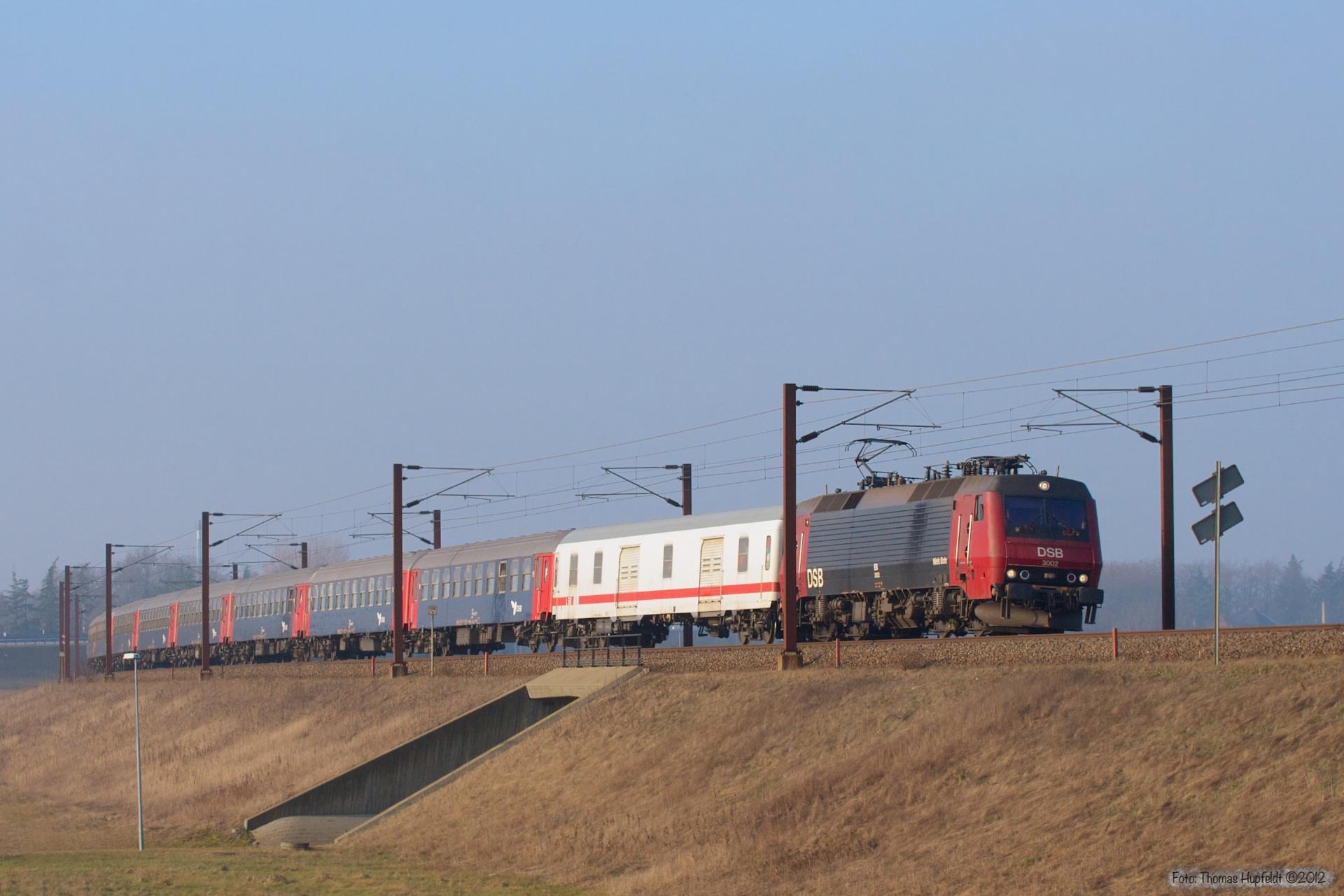 DSB EA 3002 med IP 813284 (Pa-Kh) ved Nyborg - 15.01.2006