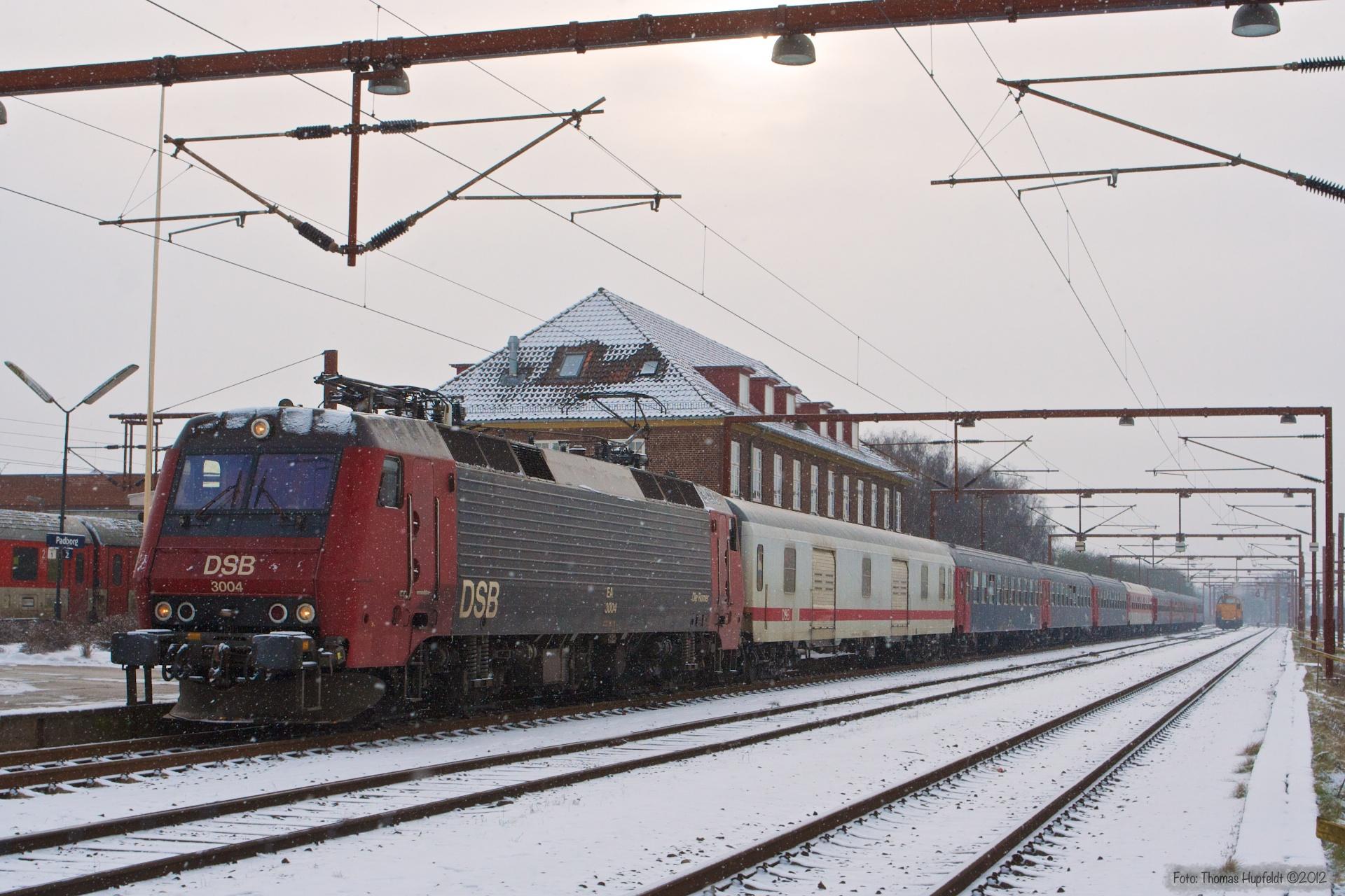 DSB EA 3004 med IP 813284 (Pa-Kh) ved Padborg - 05.02.2006