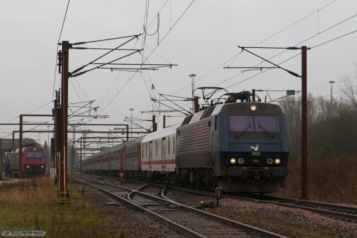 DSB EA 3022 med IP 13284 (Pa-Kh) ved Padborg - 20.01.2008