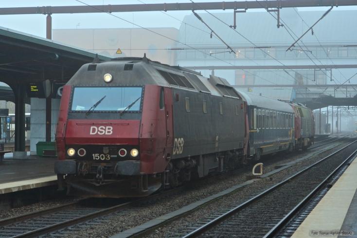 DSB ME 1503 med Målevogn 003 + MZ 1437 som M 86321 (Gb-Rq) ved Odense - 23.11.2005
