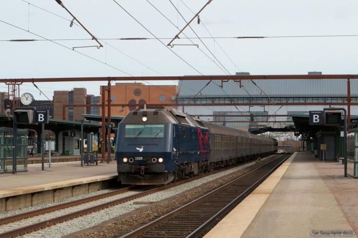 DSB ME 1528 med IR 8141 (Kh-Sk) ved Odense - 20.03.2008