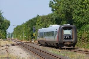 Regionstog (LJ) MF sæt 44 som 225041 (Nf-Nsk) i Søllested - 05.08.2013