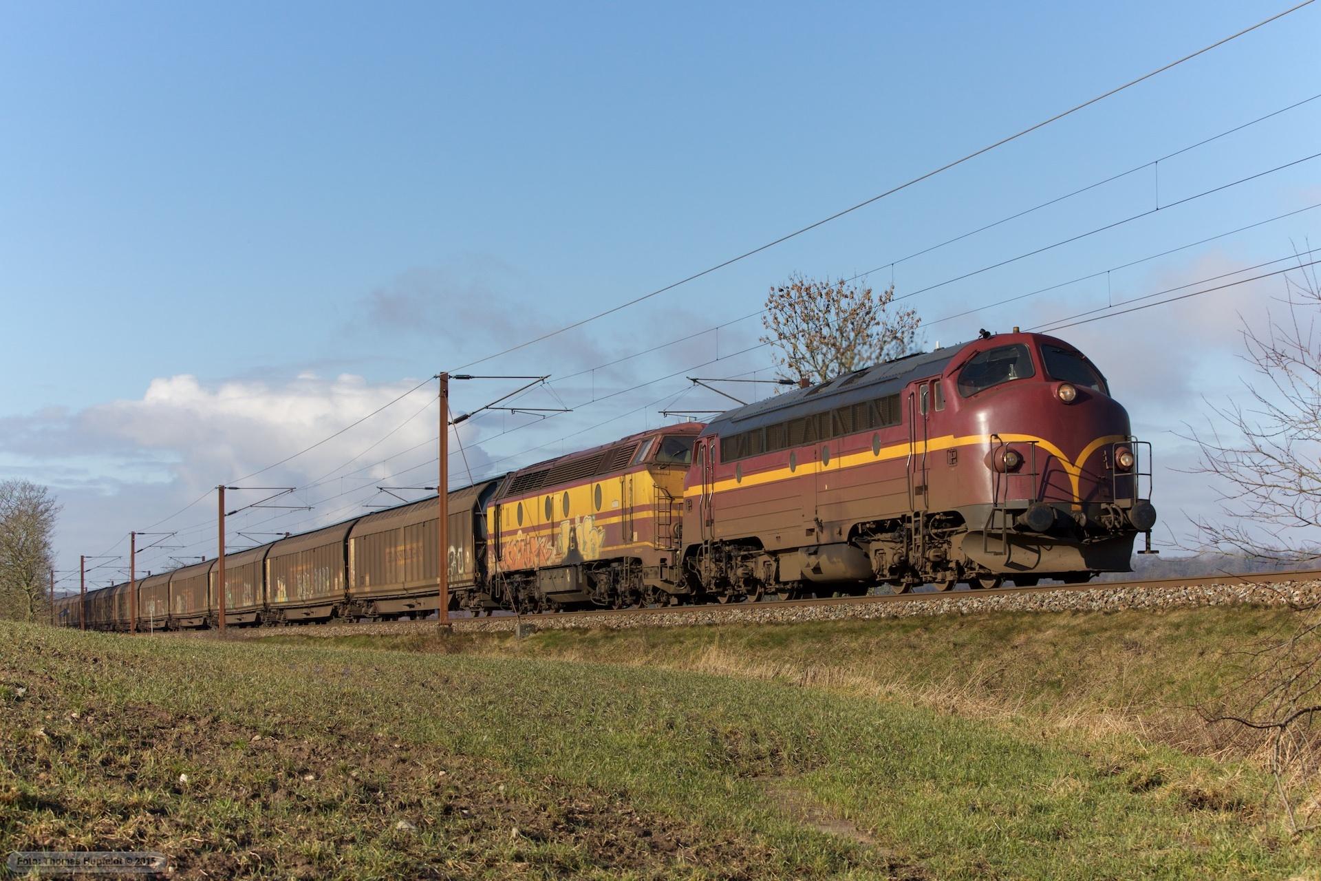 CFL Cargo My 1146 og 1807 som CG 42720 (Pa-Hr) ved Gudsø - 28.02.2016