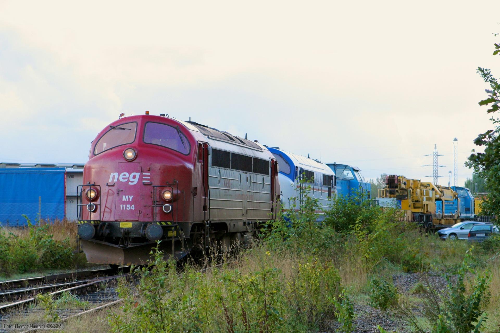 DJ MY 1154, NJ M10, SLG V100 SP-003, sporombygningsmateriel, SLG V100 SP-001 + vogne som GF8683 (Tdr-Hr) ved Tønder - 26.08.2005