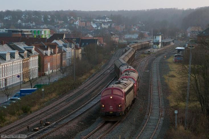 CFL Cargo MY 1154, MX 1008 og ØSJS MX 41 med GF 8711 (Pa-Hr) ved Vejle - 09.12.2007