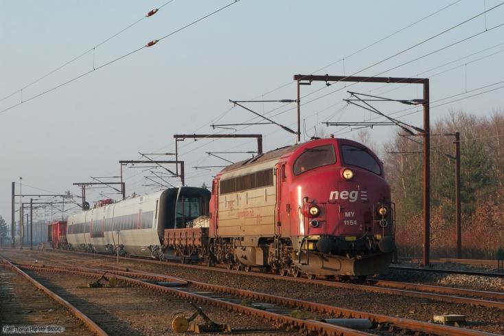 CFL Cargo MY 1154 + Vogn + SJ X31k sæt 77 + Vogne som G 6610 (Pa-Rq) ved Rødekro - 31.03.2007