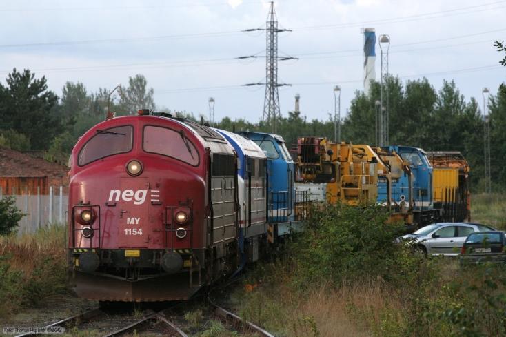 DJ MY 1154, NJ M10, SLG V100 SP-003, sporombygningsmateriel, SLG V100 SP-001 + vogne som GF 8683 (Tdr-Hr) ved Tønder - 26.08.2005