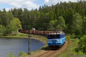 Netrail Ma 825 med GT 49203 (Värnamo - Göteborg Skandiahamen) mellem Härryda og Mönlycke - 03.06.2012