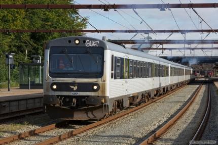 DSB MR/MRD sæt 57, 17, 42 og 28 som M7046 (Fredericia - Ringsted) ved Fredericia - 08.09.2012