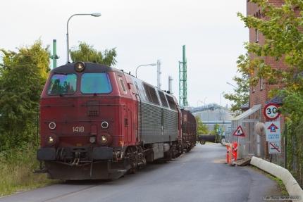Railion DK MZ 1418 med tanktog ved Koppers i Nyborg - 15.09.2005