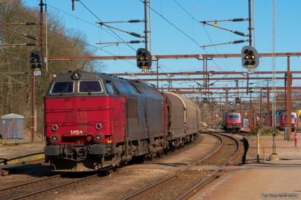Railion DK MZ 1454 med GL7452 (Vj-Fa) ved Fredericia - 03.04.2007