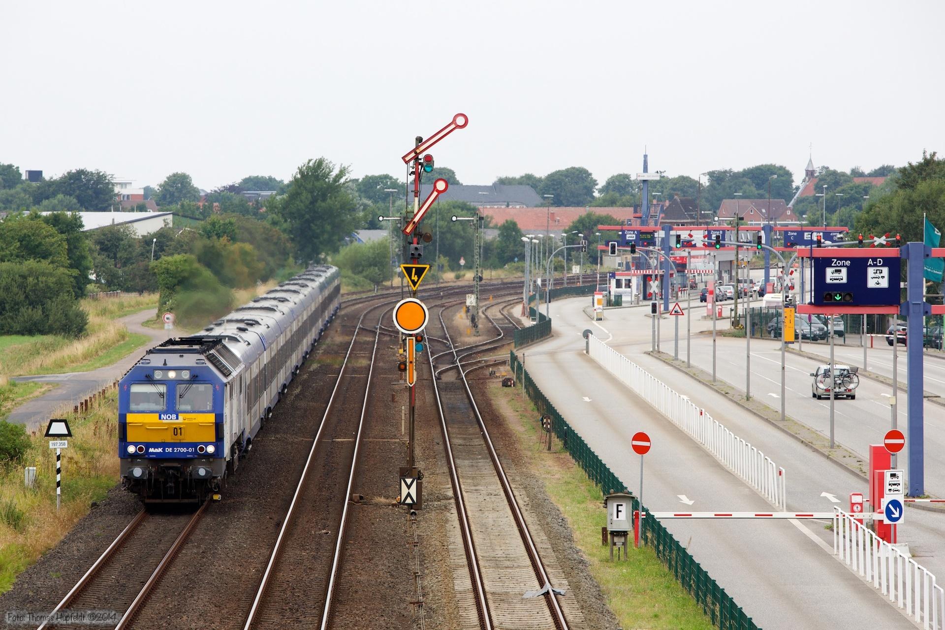 NOB DE2700-01 med NOB 81711 ved Niebüll - 03.08.2014