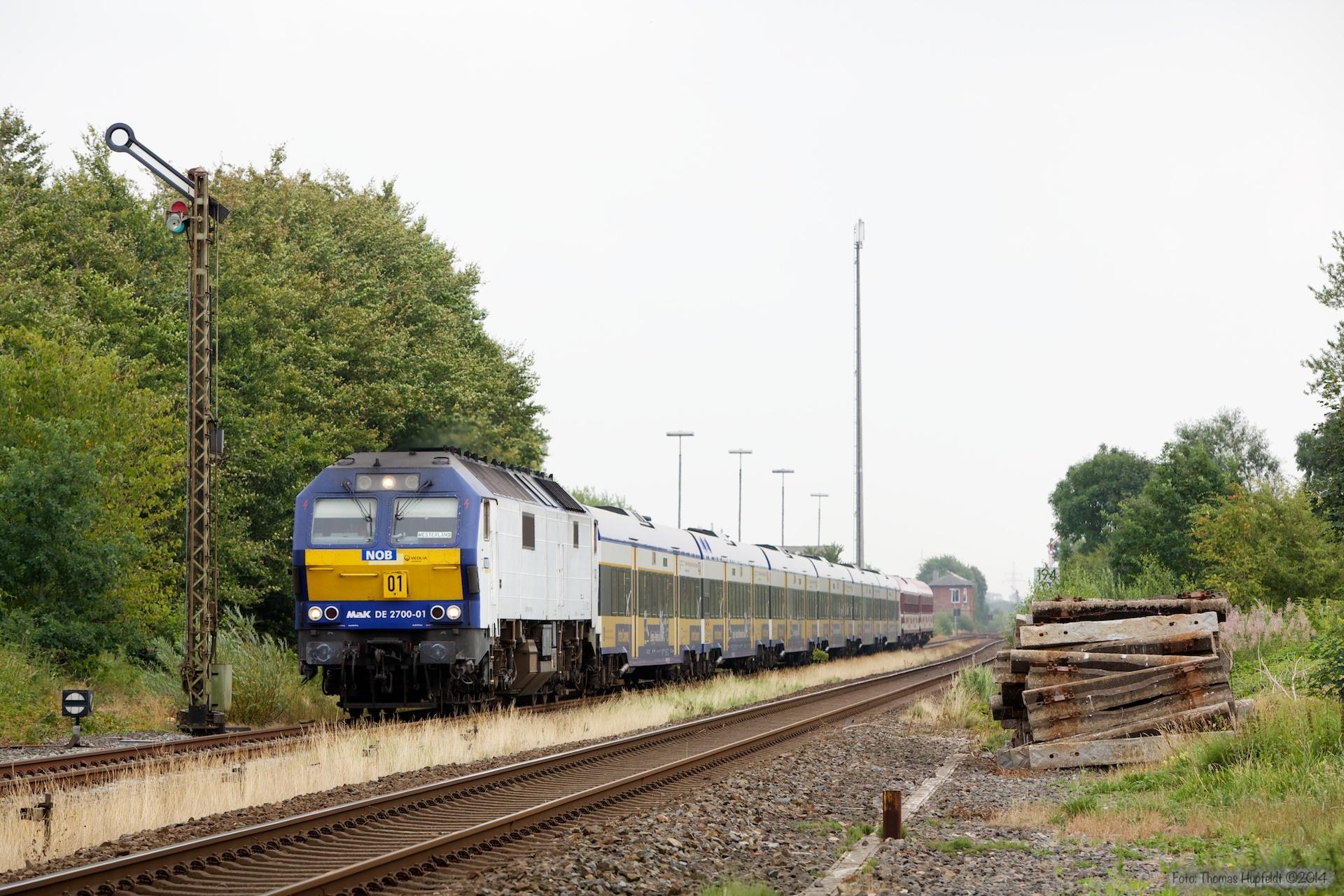 NOB DE2700-01 med NOB 81714 ved Lindholm - 03.08.2014