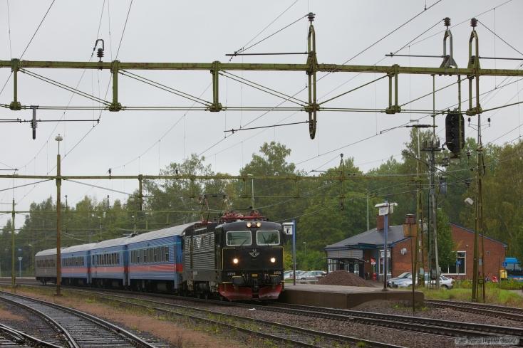 SJ Rc3 1056 som RST638 (Karlstad C - Stockholm C) ved Degerfors - 14.09.2010