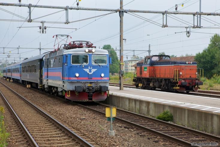 SJ Rc6 1346 med RST354 (Kalmar C - Göteborg C) samt GC T44 282 som TJT21693 (Lessebo-Kalmar S) Ved emmaboda 11.09.2010