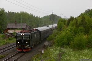 SJ Rc6 1376 med RST 204 (Hässleholm C - Stockholm C) mellem Sävsjö og Ahleholm - 08.06.2012