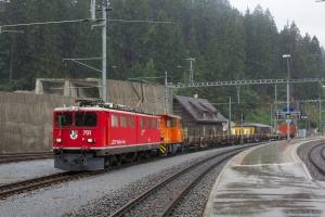 RhB Ge 6/6 II 701 og Tm 2/2 114 med 5 vogne som 5120 (Samedan-Landquart) ved Reichenau Tamins - 13.08.2014