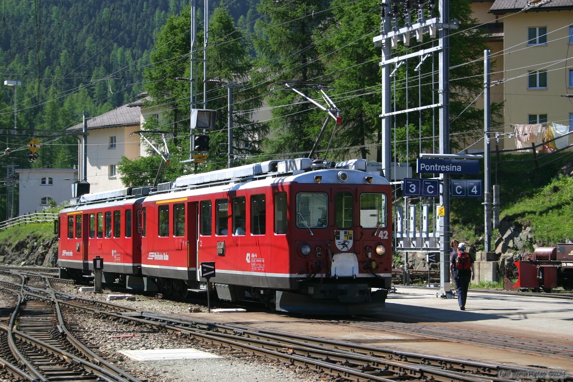 RhB ABe 4/4 II 42 og ABe 4/4 II 49 ved Poschavio - 24.06.2004