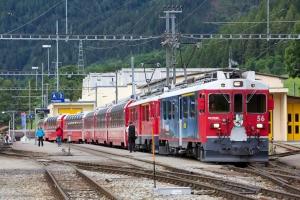 RhB ABe 4/4 III 56 og 52 med 6 vogne som 978 (Tirano-St. Moriz) ved Poschavio - 15.08.2014