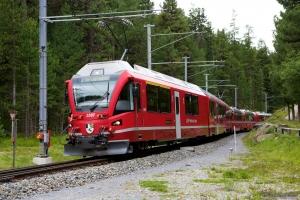 RhB ABe 8/12 3507 med 6 vogne som 975 ved Küblis - 14.08.2014
