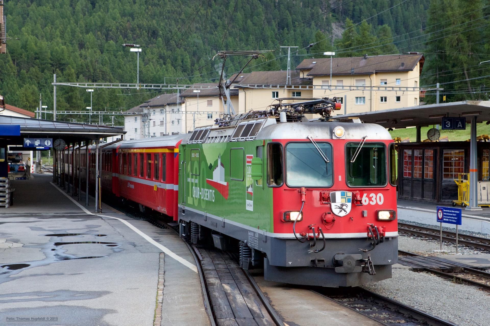 RhB Ge 4/4 II 630 med 5 vogne som 1972 (Pontresina-Sagliains) ved Pontresina - 15.08.2014