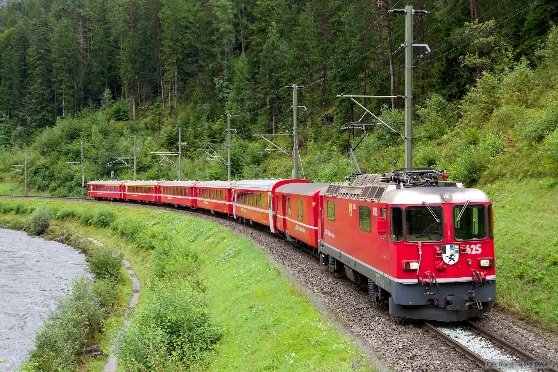 RhB Ge 4/4 II 625 med 6 vogne som 1236 (Landquart-Diesentid) mellem Versam-Safien og Trin - 13.08.2014