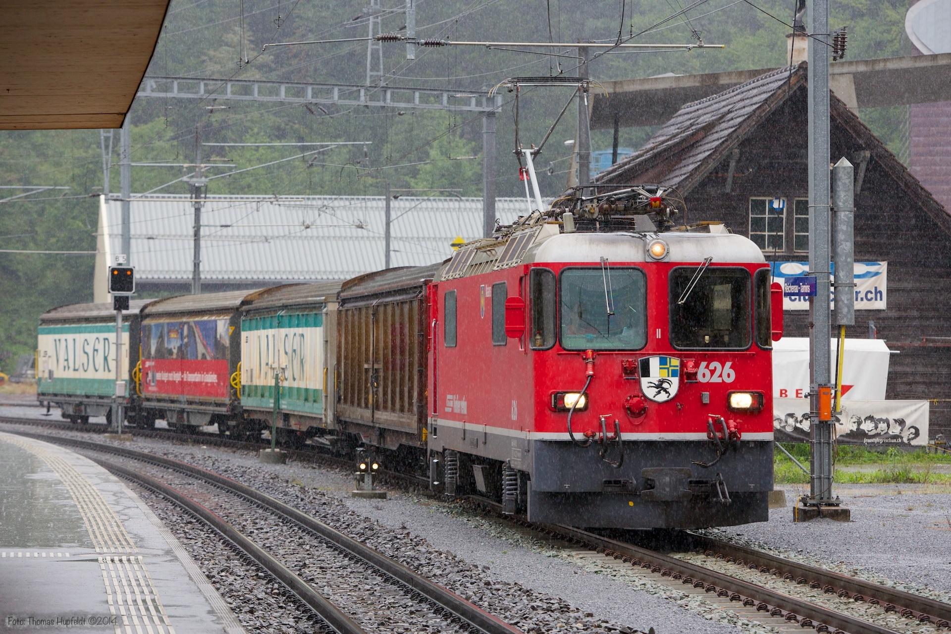 RhB Ge 4/4 II 626 med Haik-v 5119, Haik-v 5102, Haiqq-tyz 5171 og Haik-v 5123 som 5225 (Landquart-Ilanz) ved Reichenau Tamins - 13.08.2014