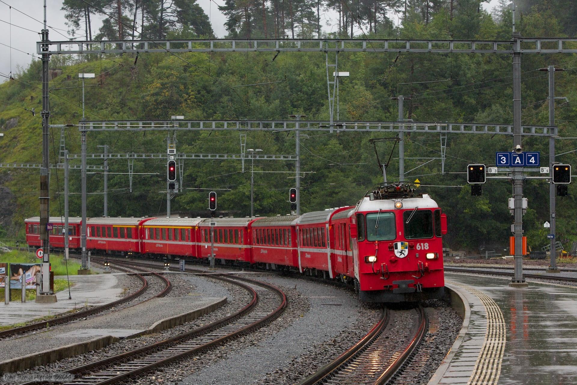 RhB Ge 4/4 II 618 med 7 vogne som 1220 (Landquart-Diesentis Muster) ved Reichenau Tamins - 13.08.2014