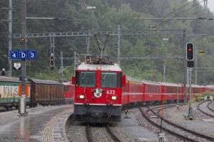 RhB Ge 4/4 II 632 med 7 vogne som 1233 (Diesentis Muster-Landquart) ved Reichnau Tamins) - 13.08.2014
