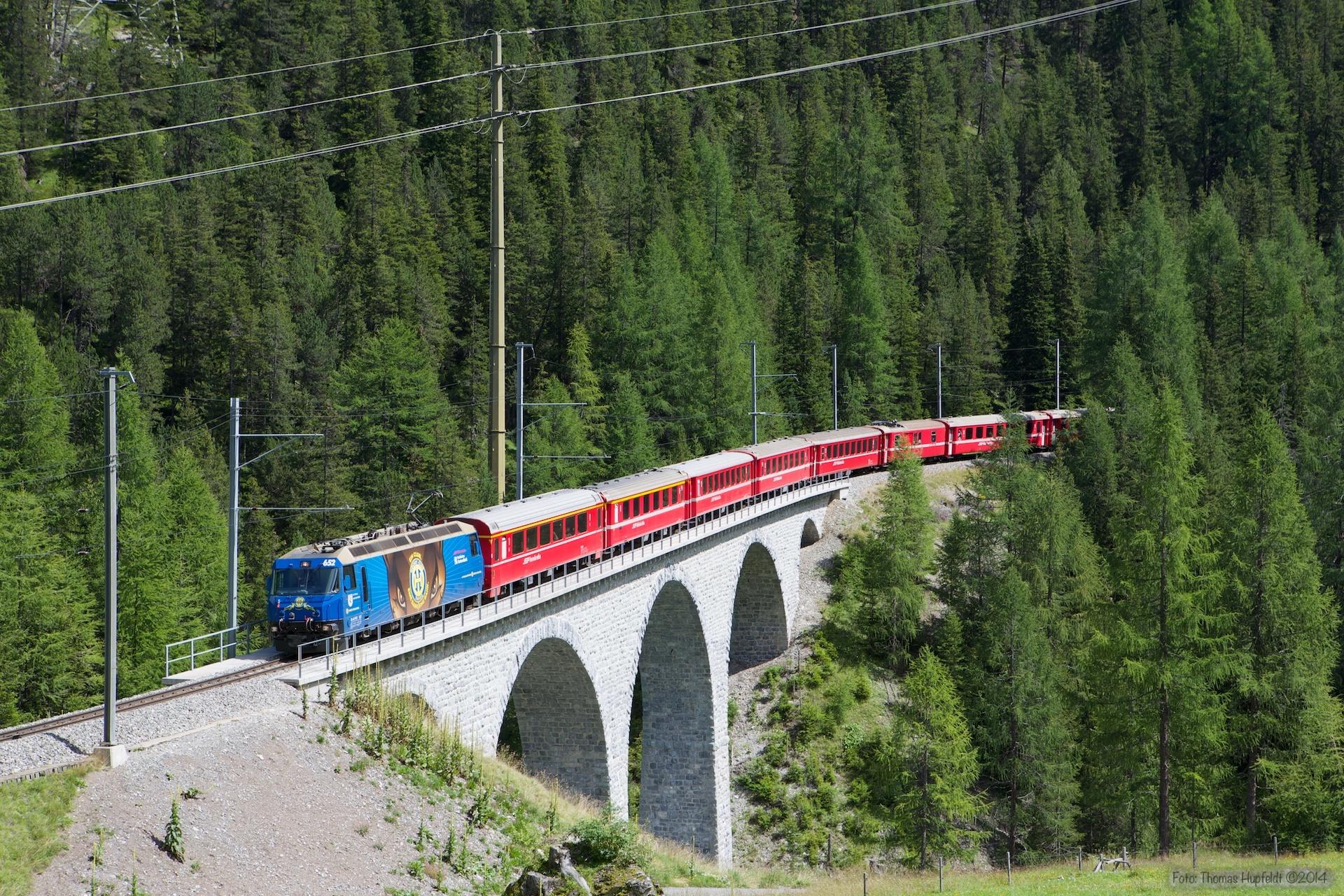 RhB Ge 4/4 III 652 med 9 vogne som 1144 (St. Moriz-Chur) mellem Preda og Bergün - 16.08.2014