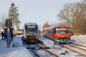 MjbaD Ys 44 + Ym 33 som VP226302 (Ar-Mal) og DSB MQ sæt 25 ved Tranbjerg - 02.12.2012